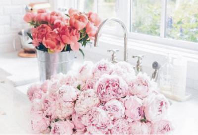 HOW TO KEEP YOUR FLOWERS FRESHER FOR LONGER